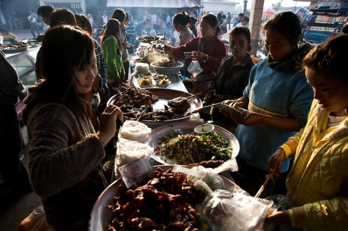 Morning market in Muang Sing