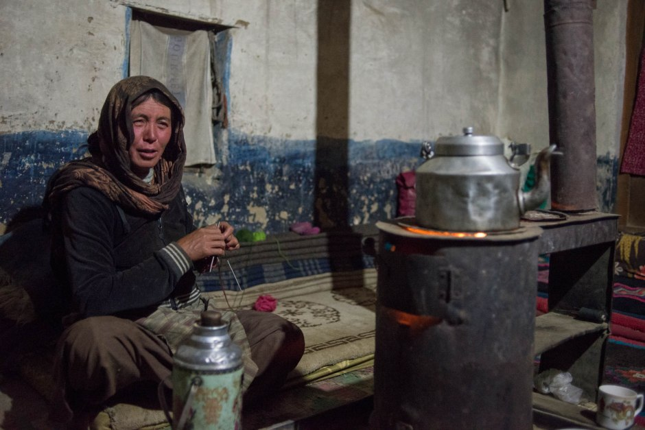 Yongchen Zema welcomed us into her home, she served us thukpa and many cups of tea. Here she talks with us late into the evening, while knitting.
